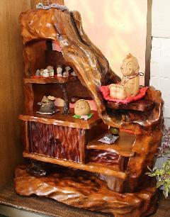 NO 671 屋久杉飾り棚 当店通常150万を在庫縮小のため特別価格 55万円現品に限ります。(飾り物別)