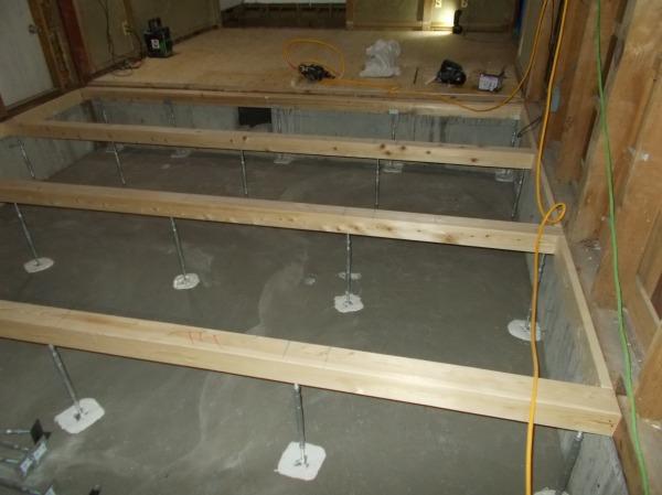 土間より支柱よる 床工事