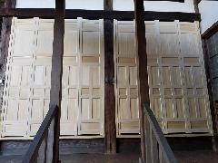 お寺本堂の折戸