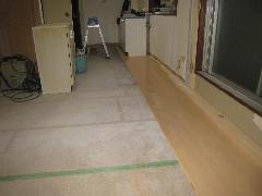 文京区のアパート内装リフォーム工事�Cフローリング貼りと木工事完了状況