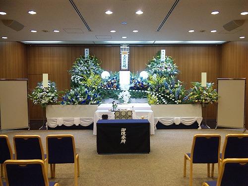 大きな式場でもイスを調整して家族葬 こころプラン60(実例)