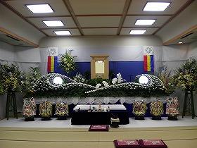 近隣の公民館での友人葬