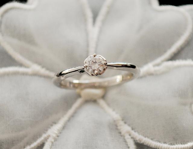 S様K18ホワイトゴールドダイヤモンドリング(婚約指輪