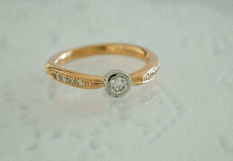 Pt900・K18PGダイヤモンド婚約指輪