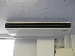 三郷市高洲 天吊りエアコンクリーニングの物流センターのお客様