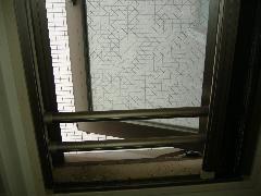 ガラスサッシ(突き出し窓)クリーニング