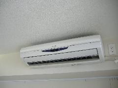お掃除ロボット付きエアコンのクリーニング