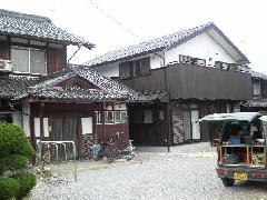 長浜市K様。伝統工法の母屋の隣に、和洋折衷若夫婦の新居