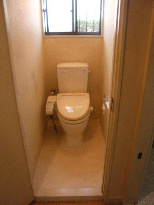 トイレ交換床張替え工事