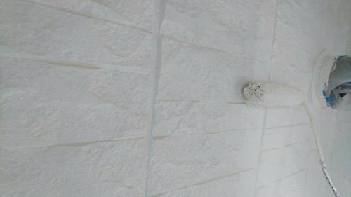 外壁下塗りをしていきます。