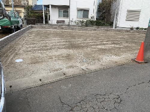 空き地を駐車場にしました。