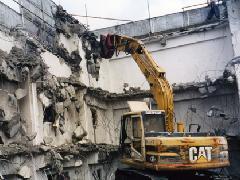 鉄筋コンクリート造地上3階地下1階建物重機解体