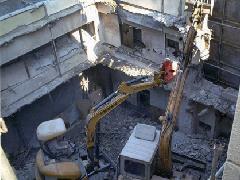 鉄筋コンクリート造地上4階建物重機解体