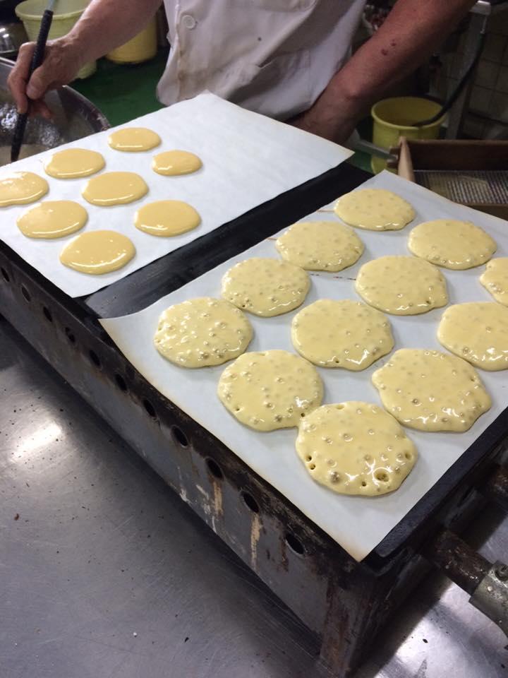 大阪産(もん)イチジクを使った三笠焼を焼いています。