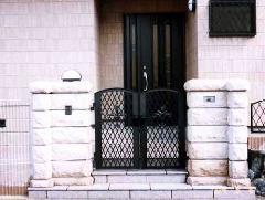 自宅の玄関の門扉
