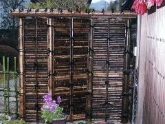 竹垣(御簾垣)を作ります。