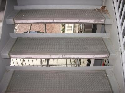 外部鉄骨階段の施工前