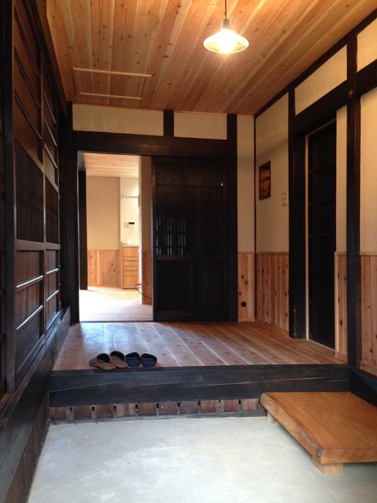 古い建具を使った玄関