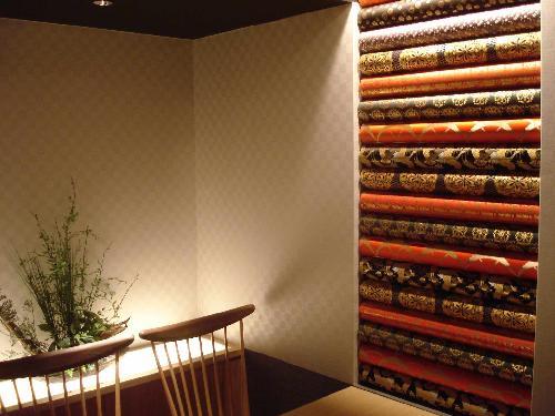 金襴緞子を使った店舗内装
