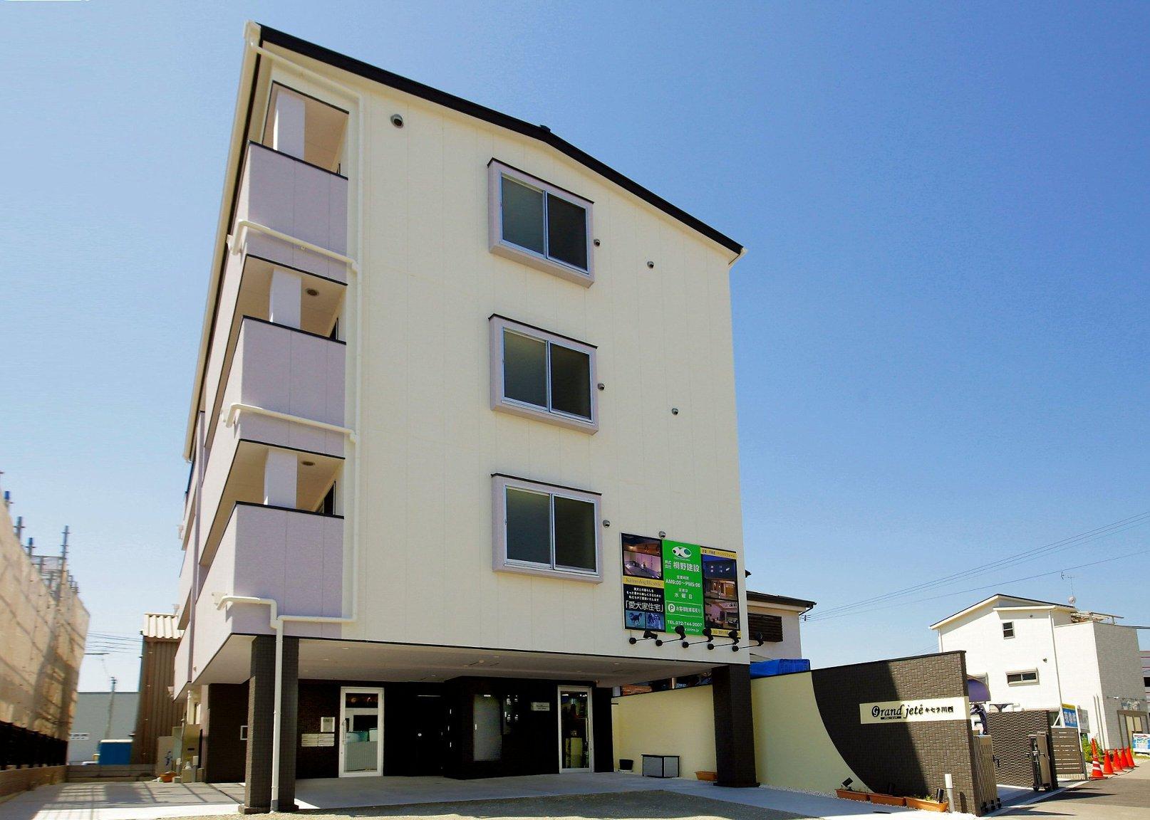 1階が事務所、2〜4階が愛犬家賃貸住宅です。