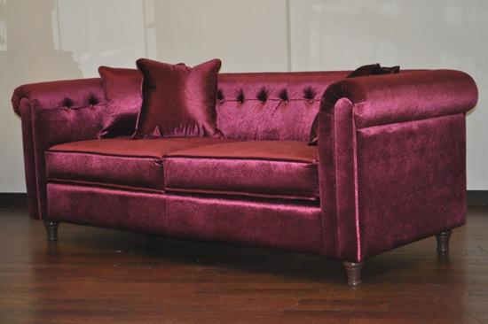 人気のチェスターフィールドで素敵な色のソファ