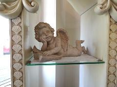 くつろぎ読書のエンゼル 天使の置物