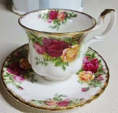 陶器 オールドカントリーローズのコーヒーカップ&ソーサー