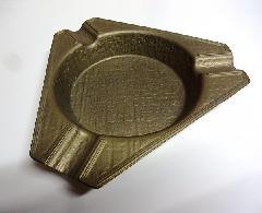イタリアの真鍮 アンティーク灰皿,3角型  特価 601