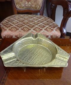 イタリアの真鍮灰皿,3角型   601