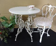 白いアイアンテーブル 薔薇 おしゃれ ガーデンテーブル
