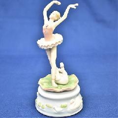 オルゴール 陶器 リアドロ風 結婚お祝い 贈り物 プレゼント バレリーナWスワン