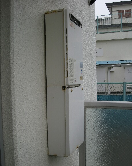 神奈川横浜市金沢区のマンションの給湯器を追い炊き付の物に交換しました