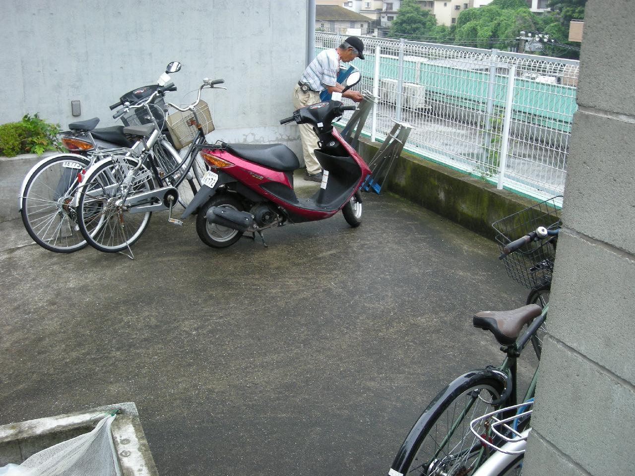 横浜市神奈川区片倉町アパート自転車・バイク用ステンレスバリカー5本設置