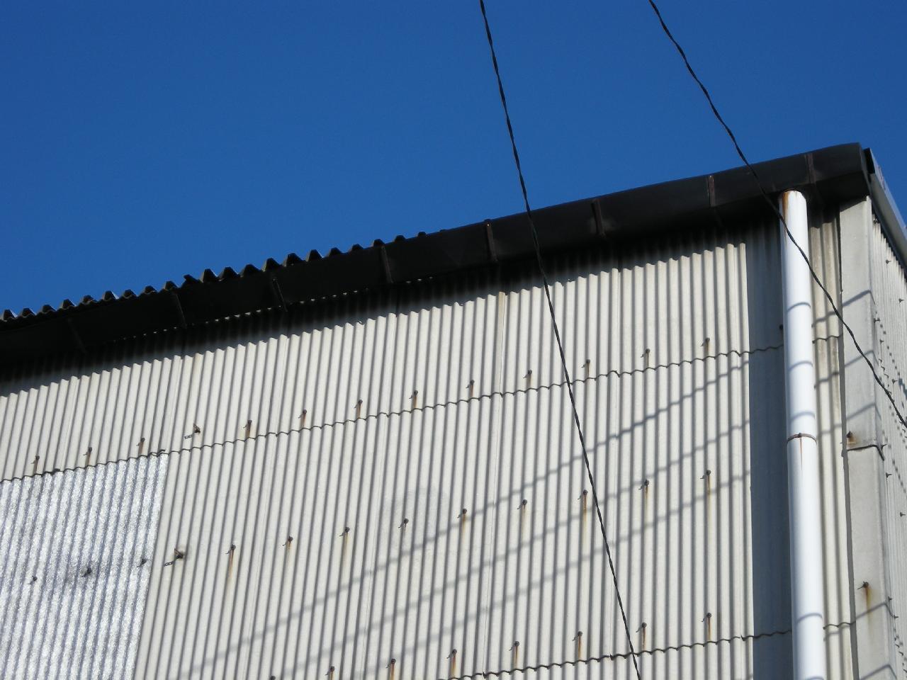 工場屋根吹き替えと樋交換工事