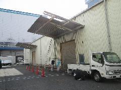 倉庫庇屋根折半張替工事