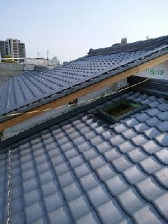 安田邸 新築の屋根瓦葺き