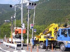 大型建柱車による、照明柱工事