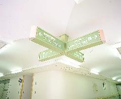 病院の吊り下げ看板製作