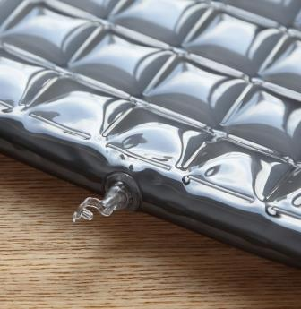 空気弁             空気補充は、底部に設置の空気弁より注入します。