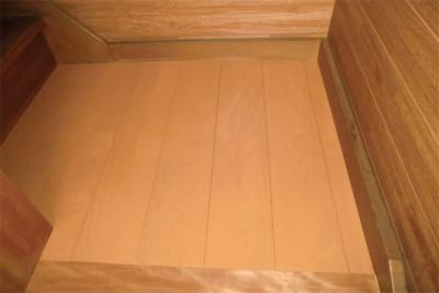 傷んだ踊り場の床の修繕
