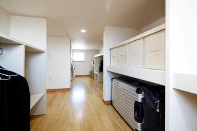 固定階段で昇れる大収納空間