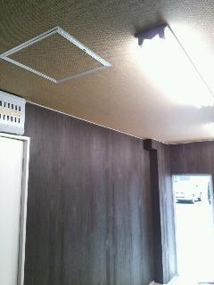 中央区 店舗 天井・壁面のクロス貼り替え