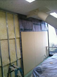 間仕切り工事 川崎市 オフィスビル会議室 遮音対策工事