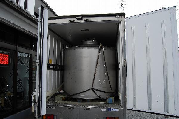 冷凍車で運んできた生酒が到着
