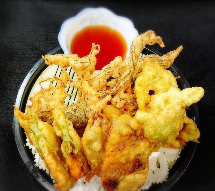 天ぷら盛合わせ(2個ずつ)(もずく・アーサー・紅イモ・魚)