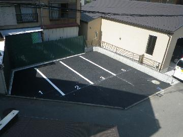 狭い駐車場