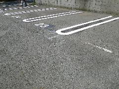駐車場ラインのリニューアル