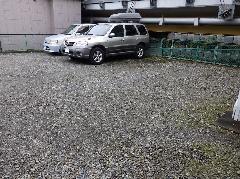 砂利の駐車場 ロープのライン
