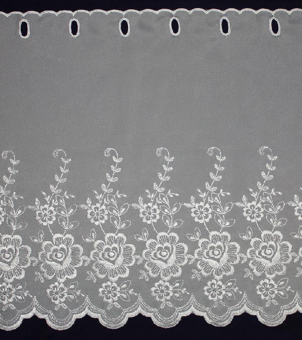 刺繍のカフェカーテンで、大きめの花柄がポイントです。