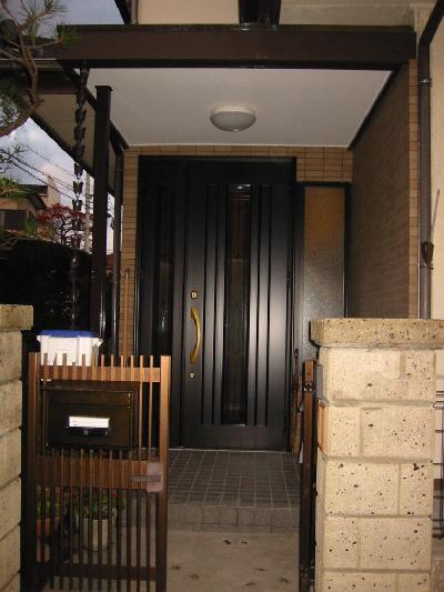 玄関ドア入替のリフォームです。
